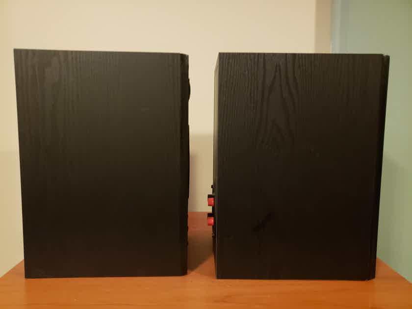 Monitor Audio Bronze MMP 2 Monitor Bookshelf Speakers.