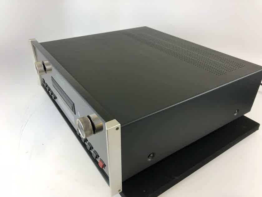 McIntosh MCD-201 CD and SACD Player