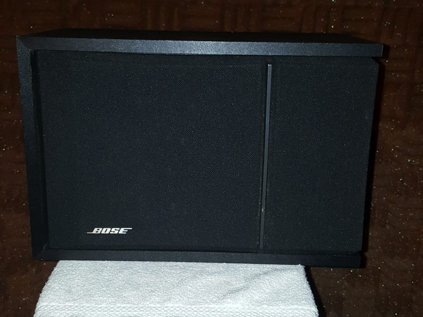 Bose 201 series 3 Bedroom book shelf speaker's