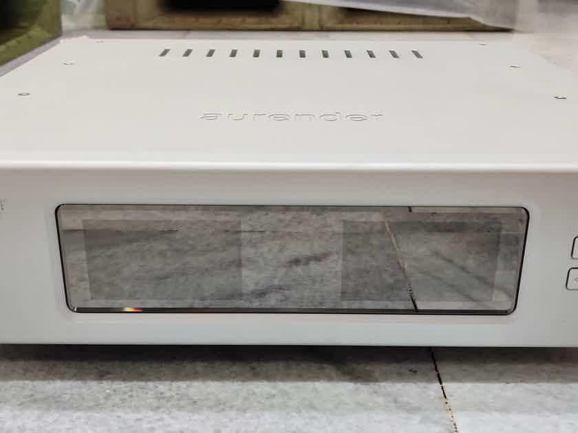 Aurender W20 music server / streamer. Voltage : 90 - 250 volts . SALE PENDING to FRANCE