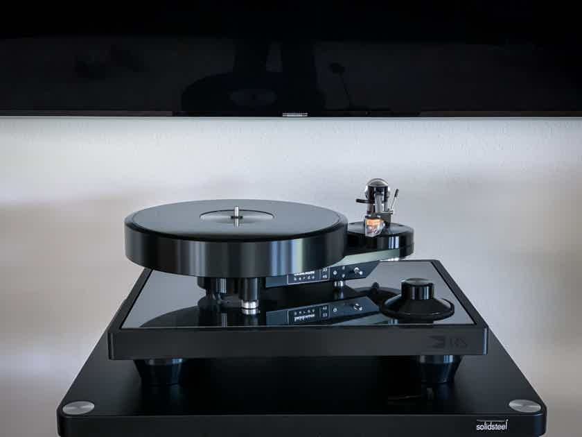 2 week old Brinkmann Audio Bardo Turntable with HRS isolation base