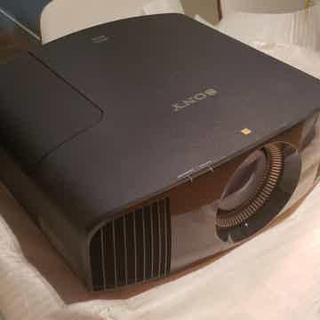 Sony VPL-VW665ES