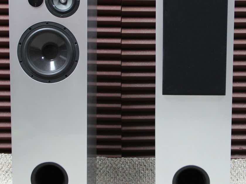 Bache Audio Metro-001 Very musical and warm sound.  Karl Sigman Audiophilia.com