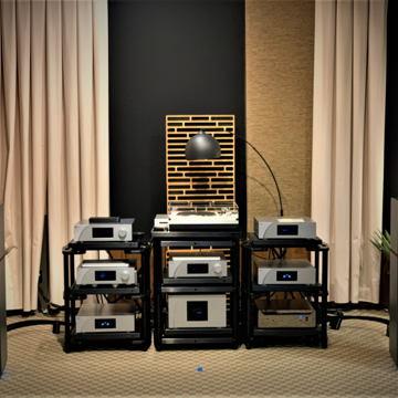 CH Precision M1.1 Stereo amplifier
