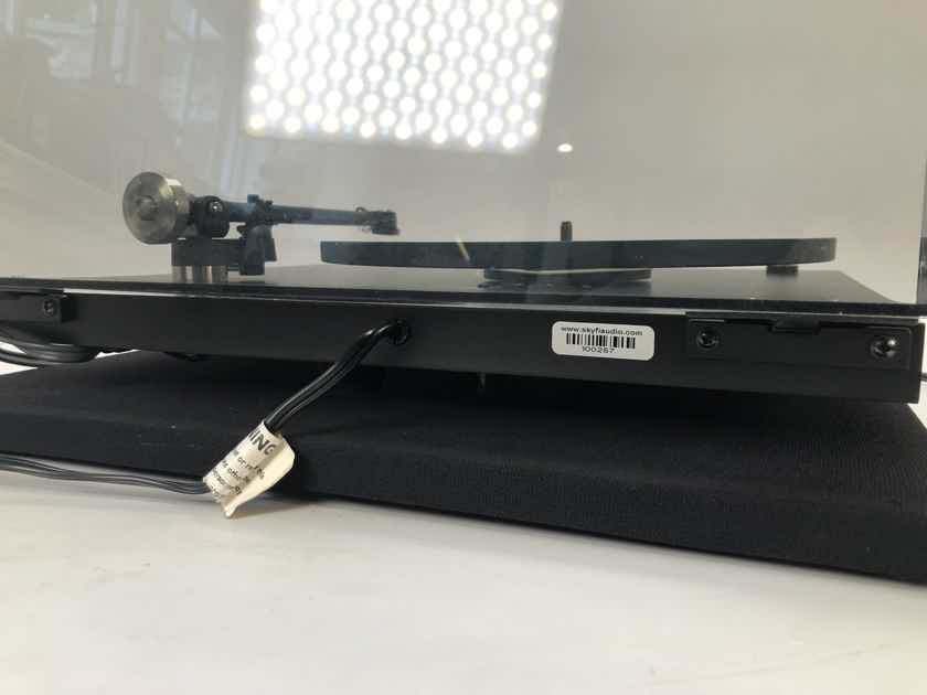 Rega Planar 3 Iconic Turntable with New Sumiko Cartridge