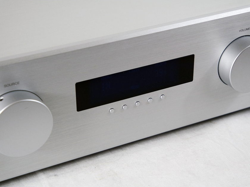 AVM Audio EVOLUTION PA5.2 preamp with tube output stage - Trade-in in mint condition