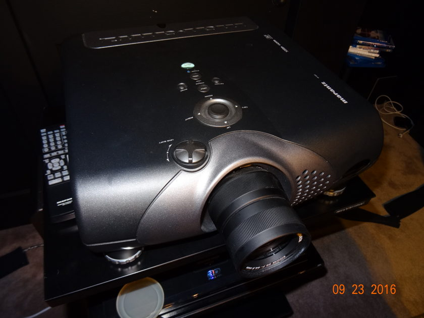 Marantz VP 15S1 Excellent Condition With free Panasonic Blu ray Player.
