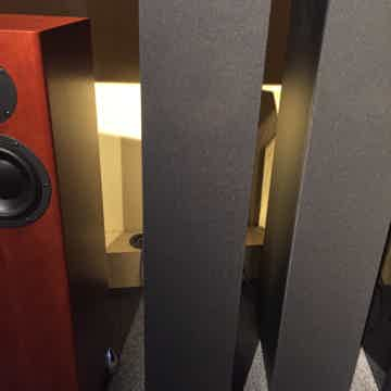 B&W (Bowers & Wilkins) 683 S2