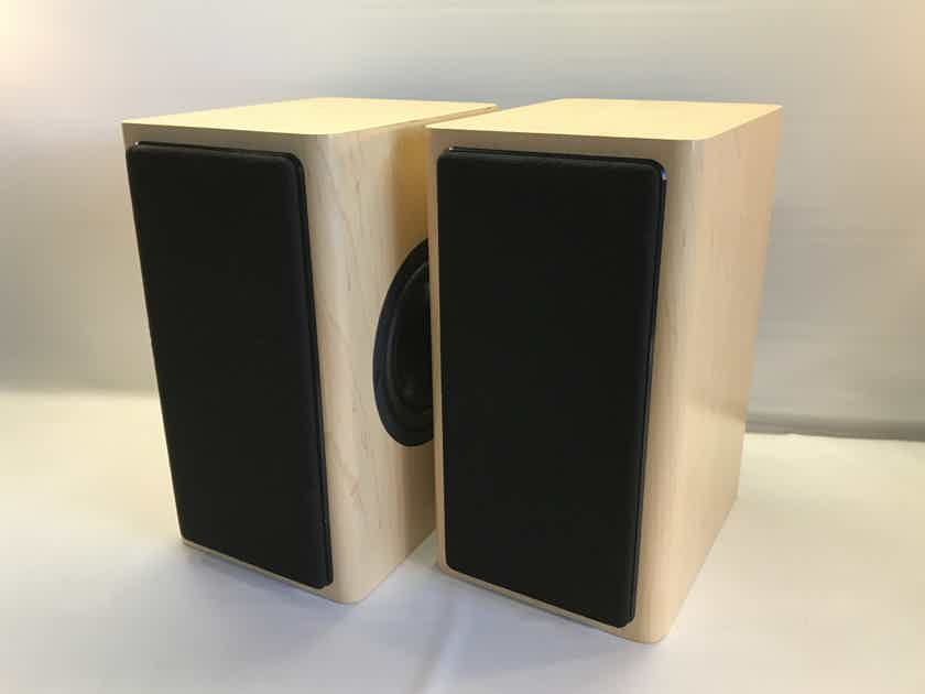 Audience ClairAudient 2+2 CROSSOVERLESS, 110 DB CAPABLE, REAL BIRCH VENEER, NEAR MINT, 5-YR FACTORY WARRANTY