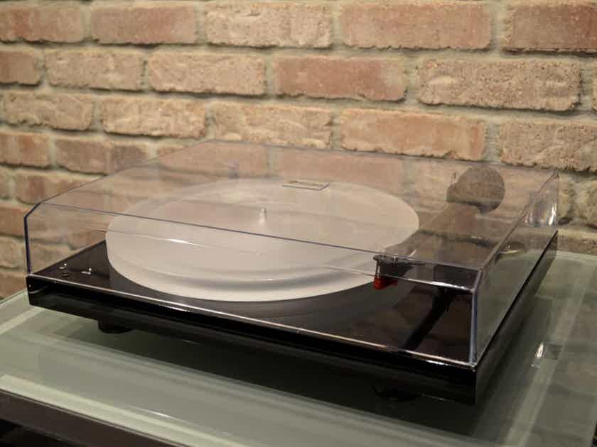 Pro-Ject Audio Debut Carbon Esprit SB Turntable - Piano Black / Acrylic Platter