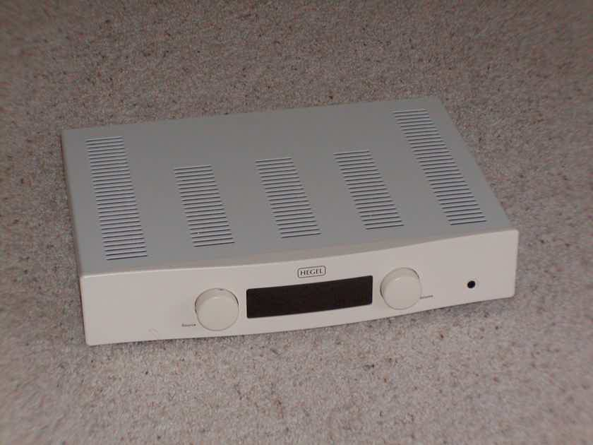"""Hegel ROST Integrated Amplifier """"White Demo"""""""