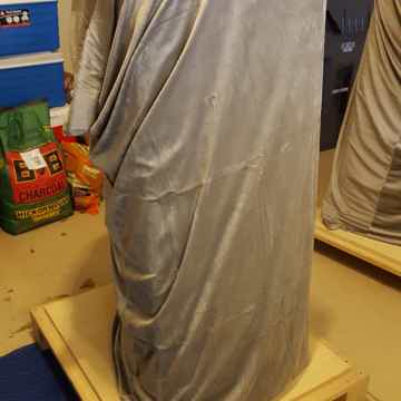Speaker-1 with velvet cover and OEM Pallet