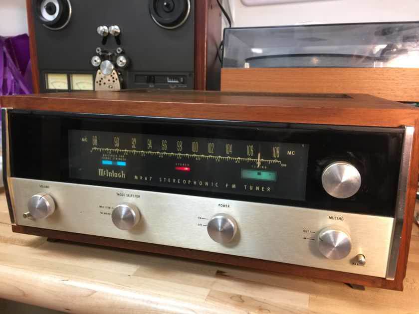McIntosh MR67 Stereo Tube Tuner in Excellent Condition in Original Wood Cabinet