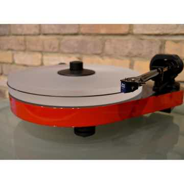 Pro-Ject Audio Systems RPM 5 Carbon Turntable w/ Sumiko...