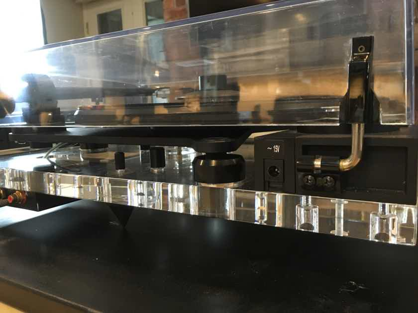 Pro-Ject Audio Systems Perspective With Brand New ClearAudio Cartridge.  All Acrylic Table