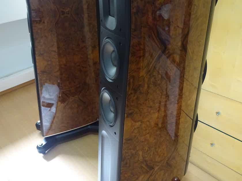 Raidho Acoustics D2.1 Beautiful Walnut Burl Finish (few months old)