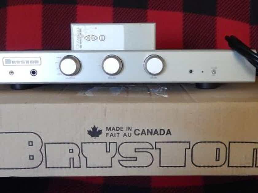 Bryston B-60r Silver w/Remote
