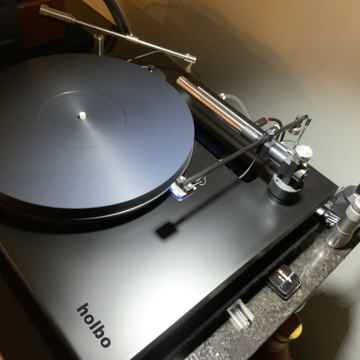 Holbo Air Bearing Turntable  Dealer demo Save 40% appro...