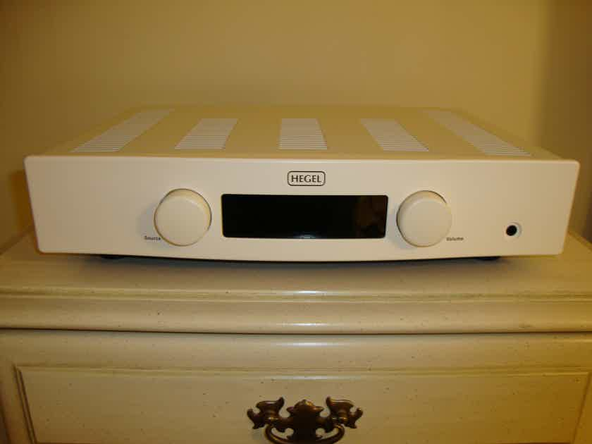 Hegel Rost Integrated Amp White 75w@8 Ohms