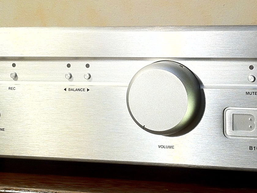 BRYSTON B100SST INTEGRATED AMP w/ DAC and Remote  Option 100 WATT INTEGRATED AMP w/ Digital to Analogue Converter