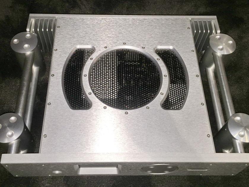 Chord Electronics Ltd. DSX1000 Digital Streamer / DAC 85-270 volts. Free shipping worldwide