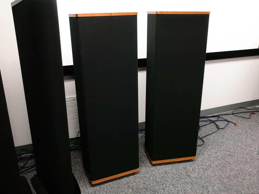 Vandersteen 3 Excellent pair floor standing audiophile speakers