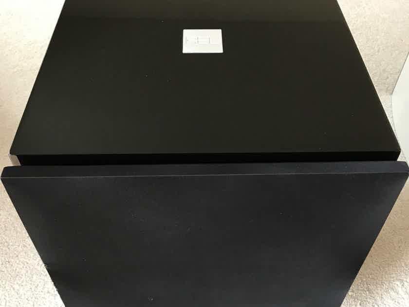 REL Acoustics R-528 Piano Black Subwoofer