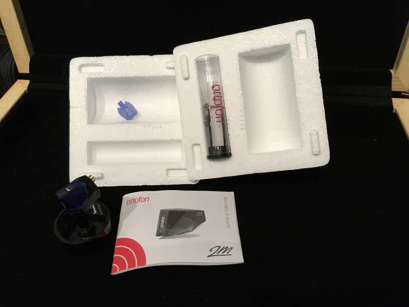 Pro-Ject Audio Systems Debut Carbon DC & Otrofon 2M Blue Cartrige