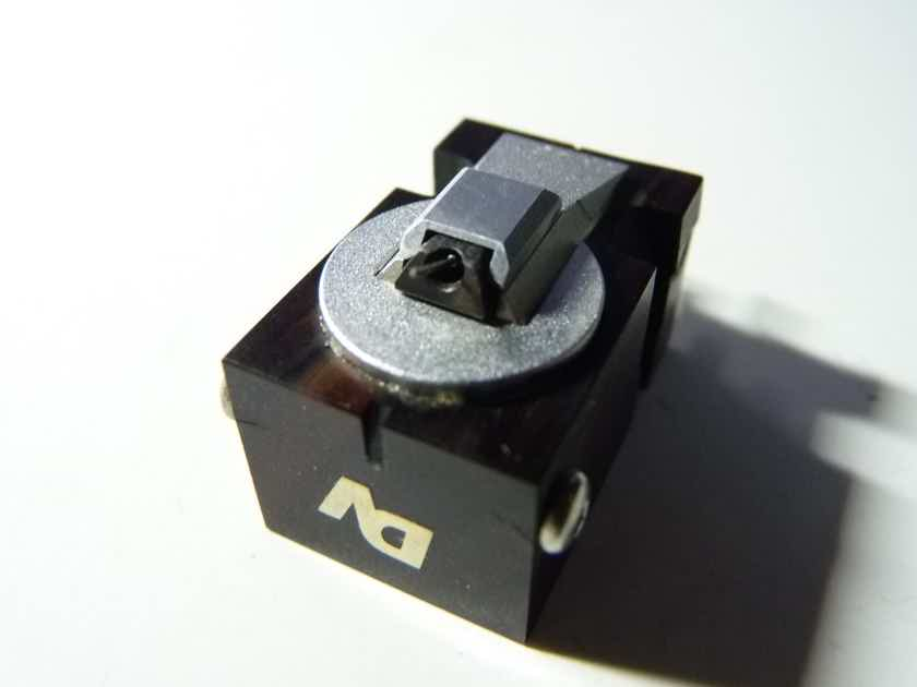 Dynavector Karat Nova 17D MK II top MC phono cartridge
