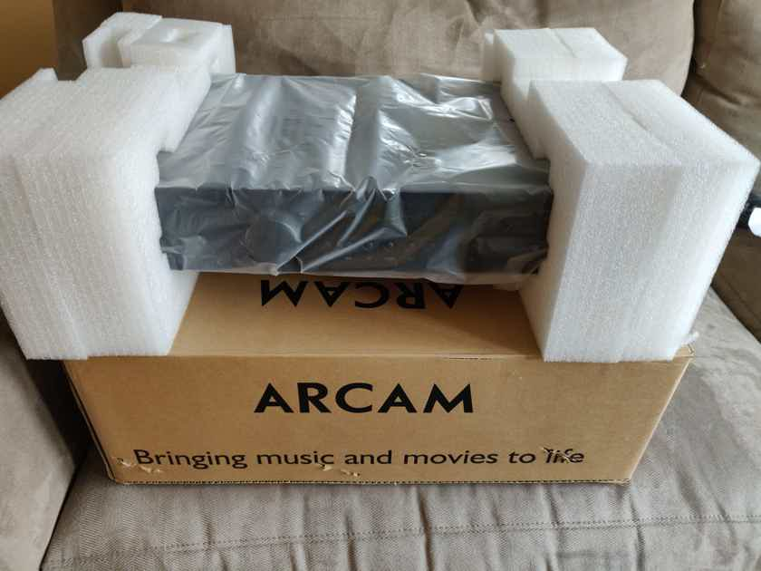 Arcam FMJ A19 Integrated Amplifier Stereo Preamplifier W/MM Phono